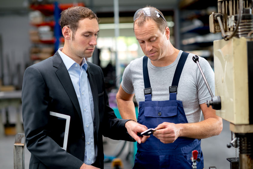34485634 – in the factory- young boss and worker in conversation